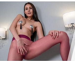[VRsolos] Vanessa Angel (Vanessa's First VR Experience / 30.12.2019) [2019 g., Brunette, Long hair, Nylons, Pantyhose, Shaved pussy, Solo models, Toys / dildos, Virtual Reality, VR, 6K, 2880p] [Oculus]