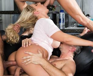 [MommyGotBoobs.com / Brazzers.com] Ryan Conner (My Friends Fucked My Mom! / 10.02.2017) [2017 g., Anal,Big Ass,Big Tits,Blonde,Creampie,Double Penetration (DP),Facial (POV),Gangbang,MILF,Mom Sneaky,Thick,Voluptuous,Wife, 1080p]